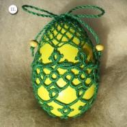 Великденски яйца – дрешки от фриволите